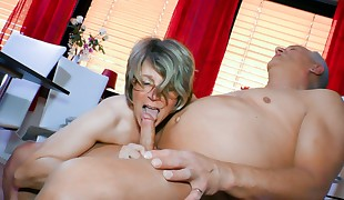 HAUSFRAU FICKEN - Blowjob and vulva  with crazy mature